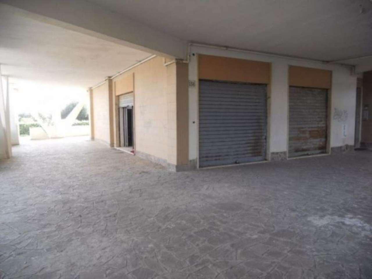 Negozio / Locale in vendita a Pomezia, 1 locali, prezzo € 225.000 | Cambio Casa.it