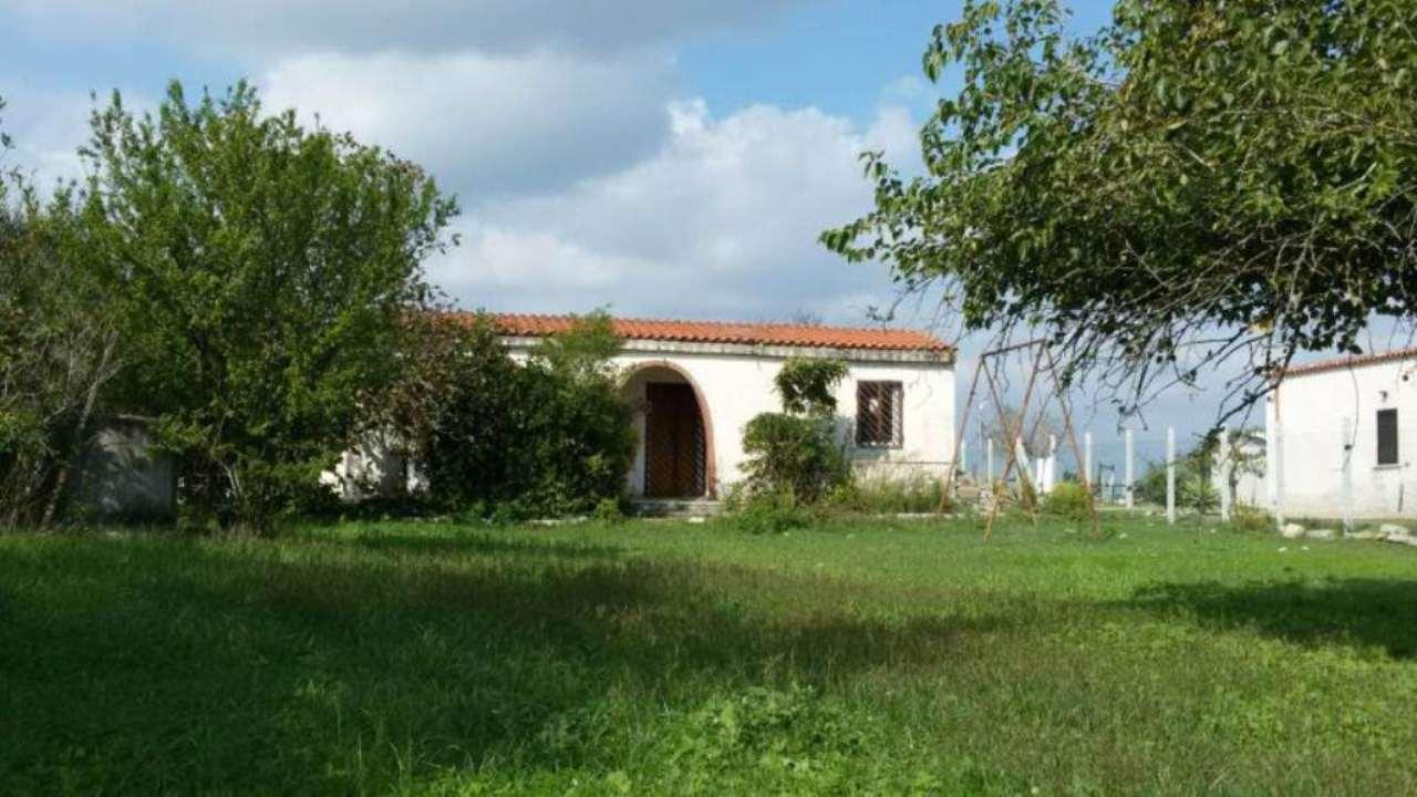 Villa in vendita a Aprilia, 2 locali, prezzo € 95.000 | Cambio Casa.it