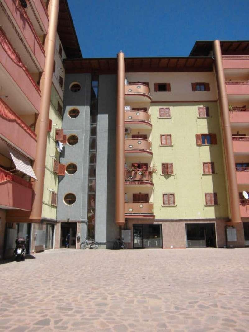Appartamento in vendita a Pomezia, 2 locali, prezzo € 80.000 | Cambio Casa.it