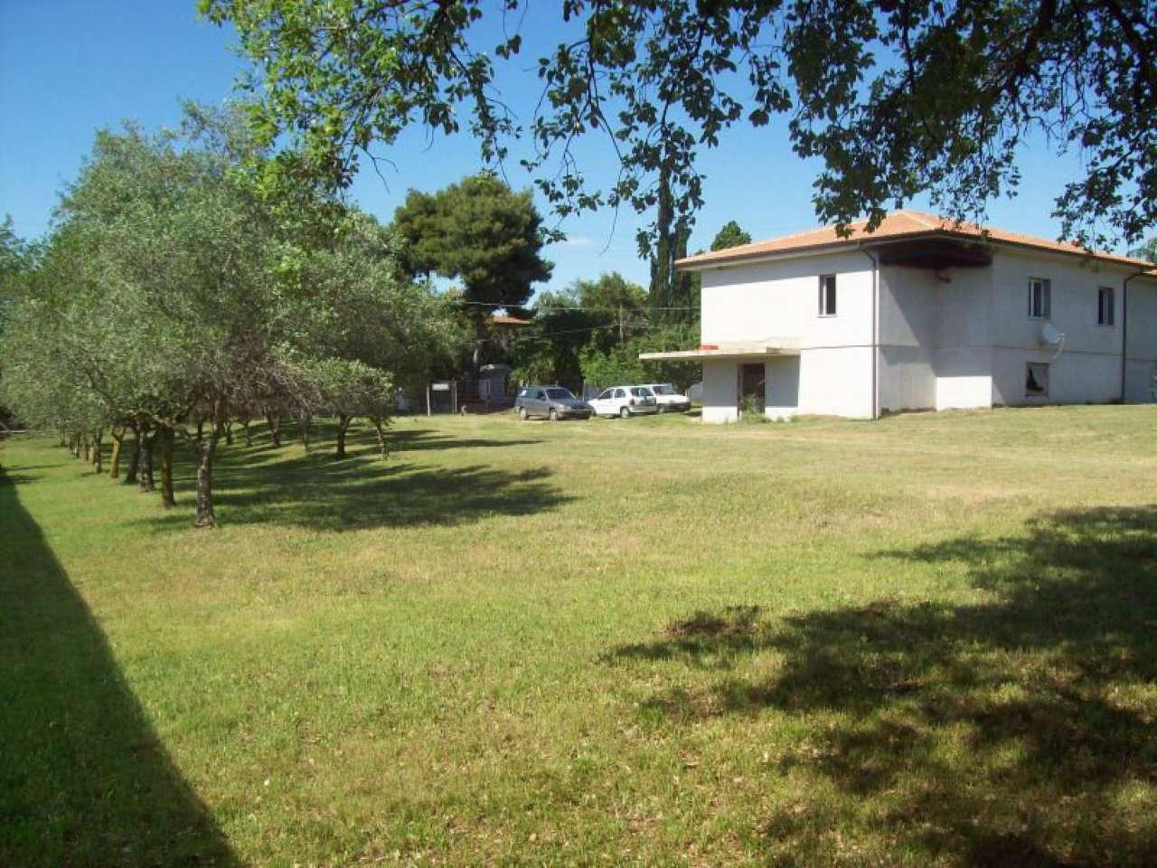 Villa in vendita a Aprilia, 7 locali, prezzo € 315.000 | CambioCasa.it