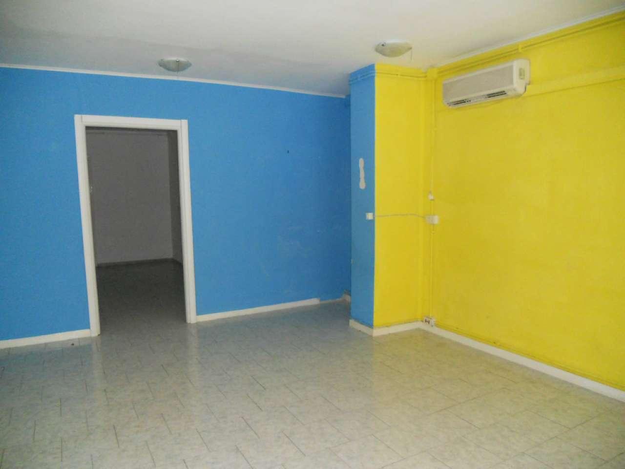 Negozio / Locale in affitto a Pomezia, 2 locali, prezzo € 550   CambioCasa.it