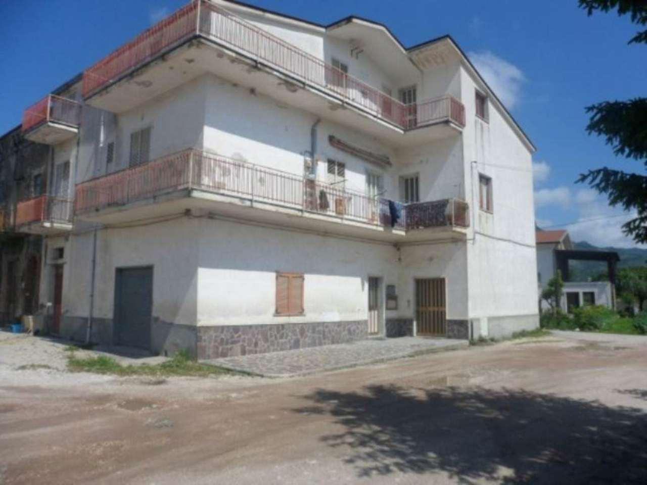 Soluzione Indipendente in vendita a Montesarchio, 6 locali, prezzo € 180.000 | CambioCasa.it
