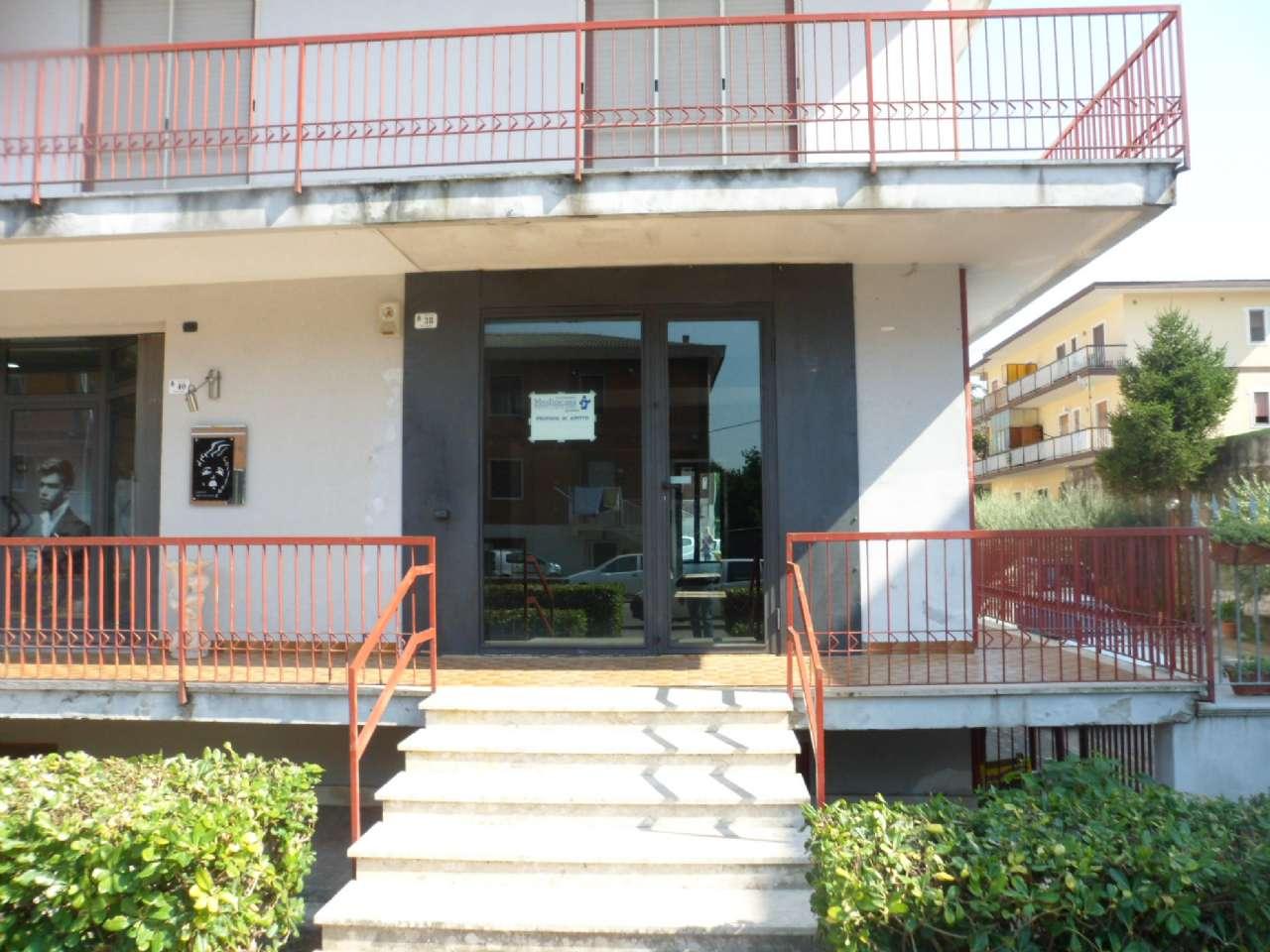 Negozio / Locale in affitto a Airola, 1 locali, prezzo € 400 | CambioCasa.it