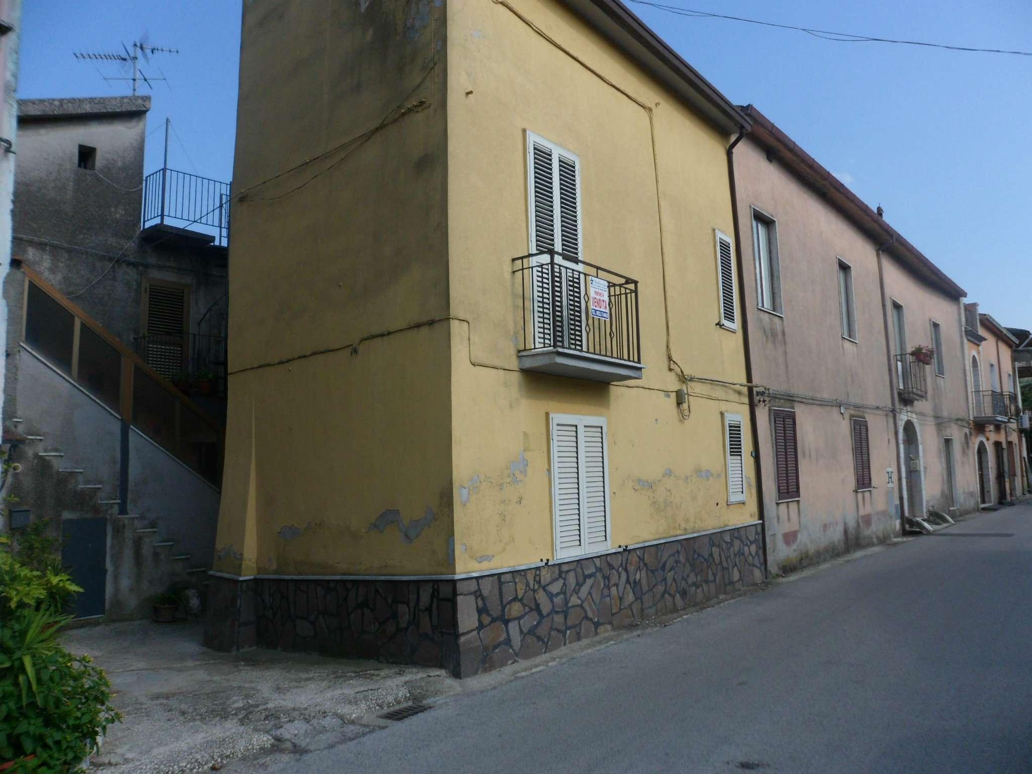 Palazzo / Stabile in vendita a Moiano, 3 locali, prezzo € 22.000 | CambioCasa.it