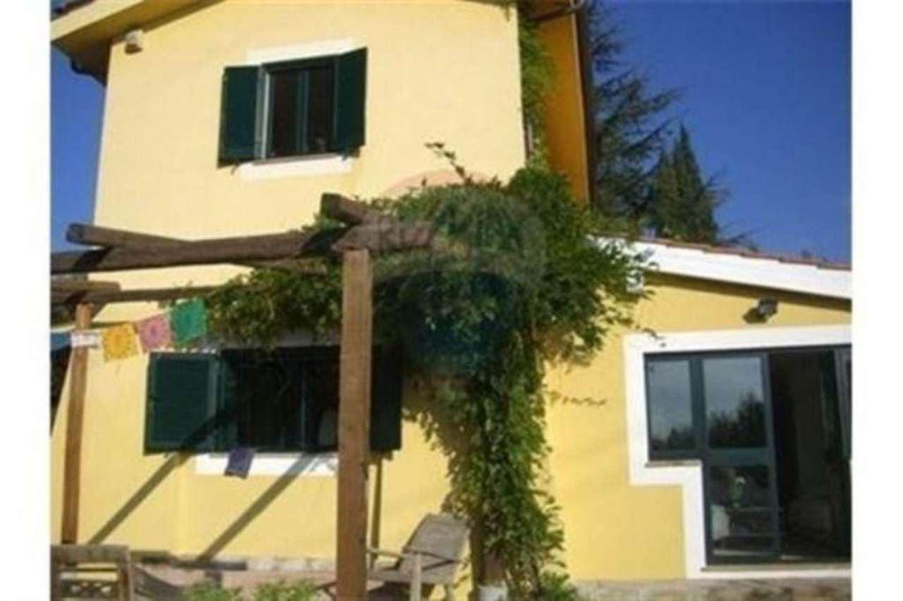 Soluzione Indipendente in affitto a Roma, 6 locali, zona Zona: 42 . Cassia - Olgiata, prezzo € 2.200 | Cambio Casa.it