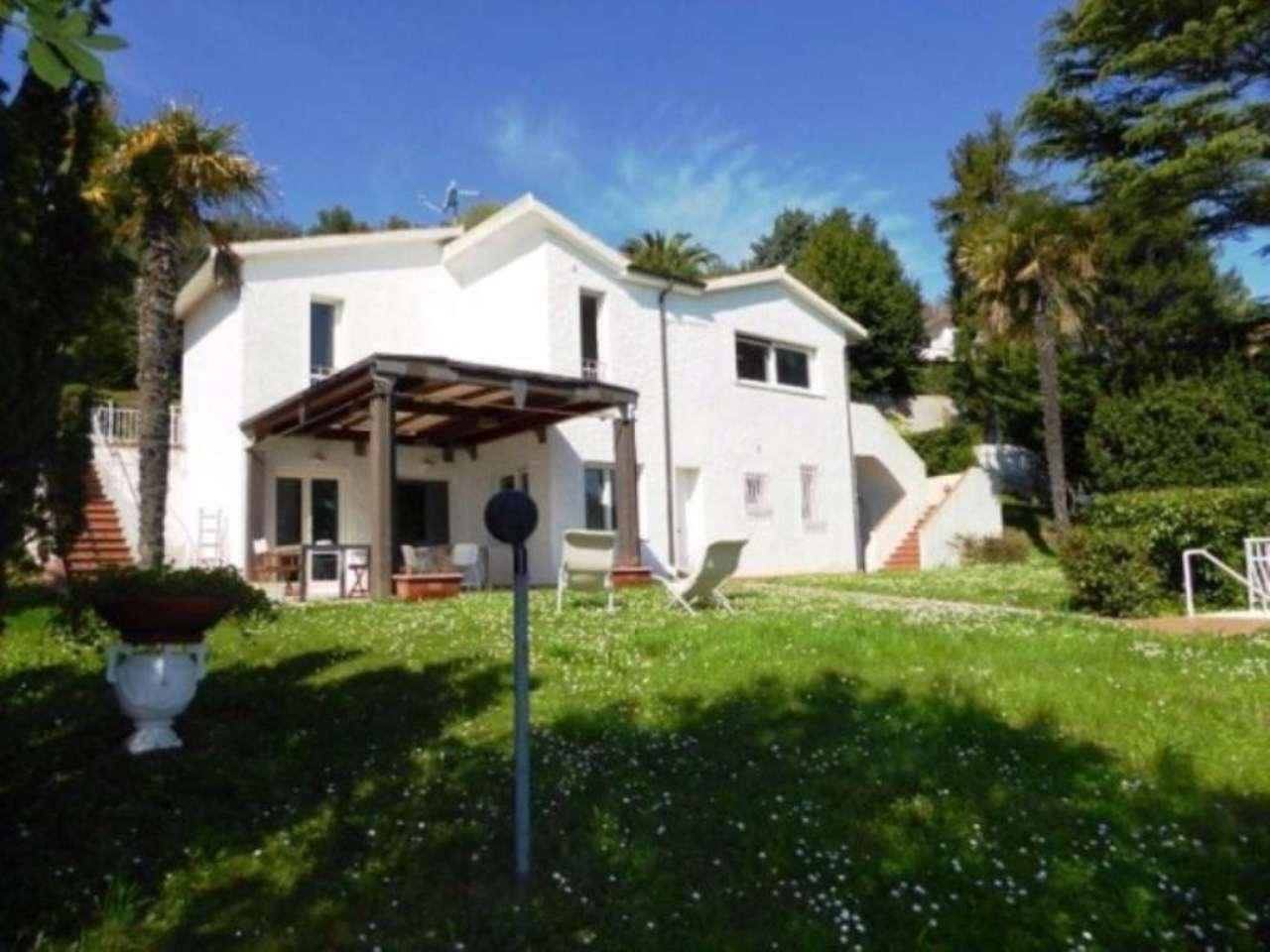 Villa in vendita a Numana, 10 locali, prezzo € 640.000 | Cambio Casa.it