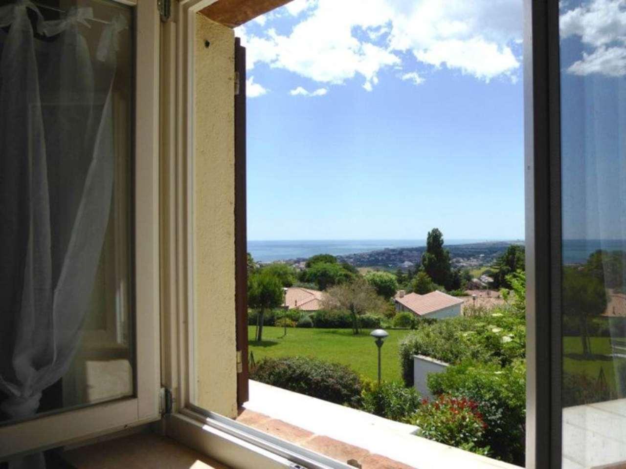 Appartamento in vendita a Sirolo, 3 locali, prezzo € 190.000 | CambioCasa.it