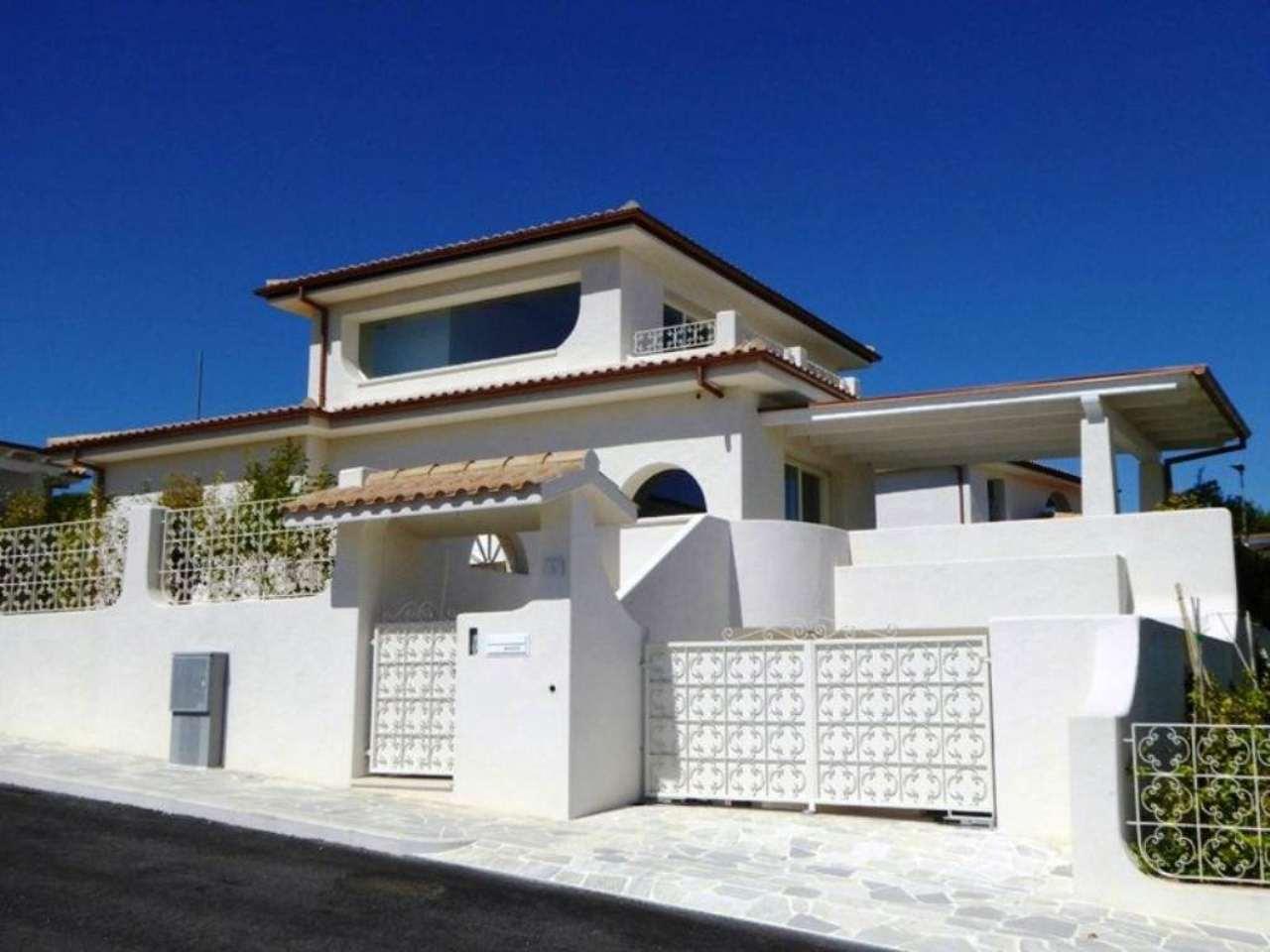 Villa in vendita a Numana, 5 locali, prezzo € 590.000 | Cambio Casa.it