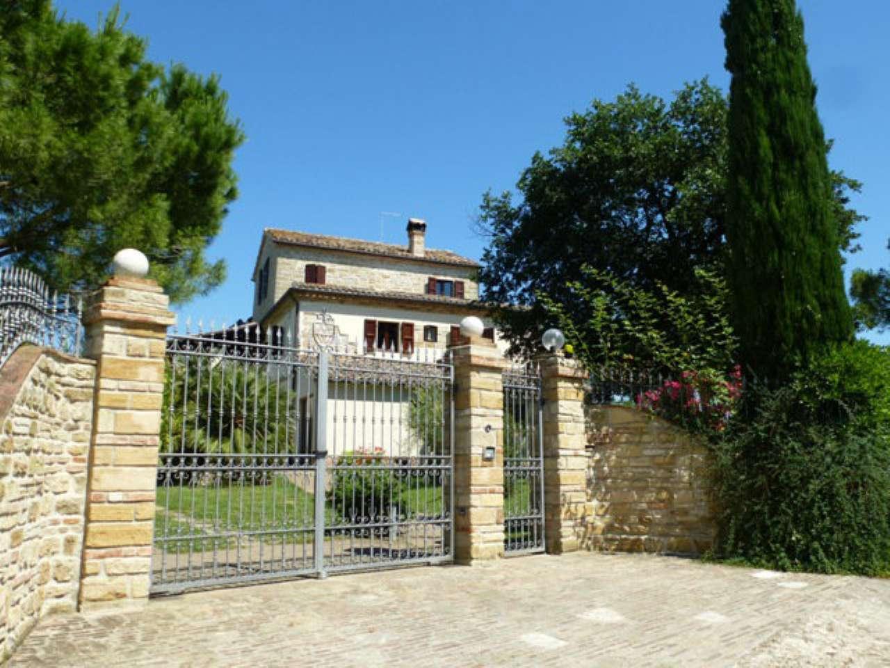 Villa in Vendita a Camerano