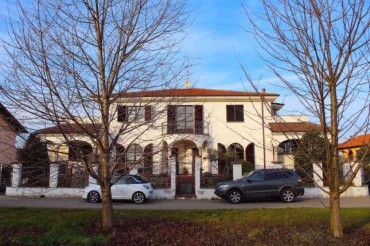 Villa in vendita a Borgo Vercelli, 6 locali, prezzo € 360.000 | Cambio Casa.it