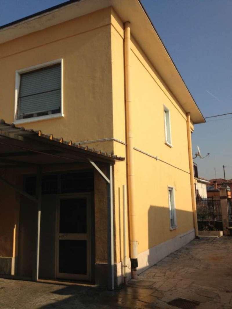 Soluzione Indipendente in vendita a Samarate, 6 locali, prezzo € 195.000 | Cambio Casa.it