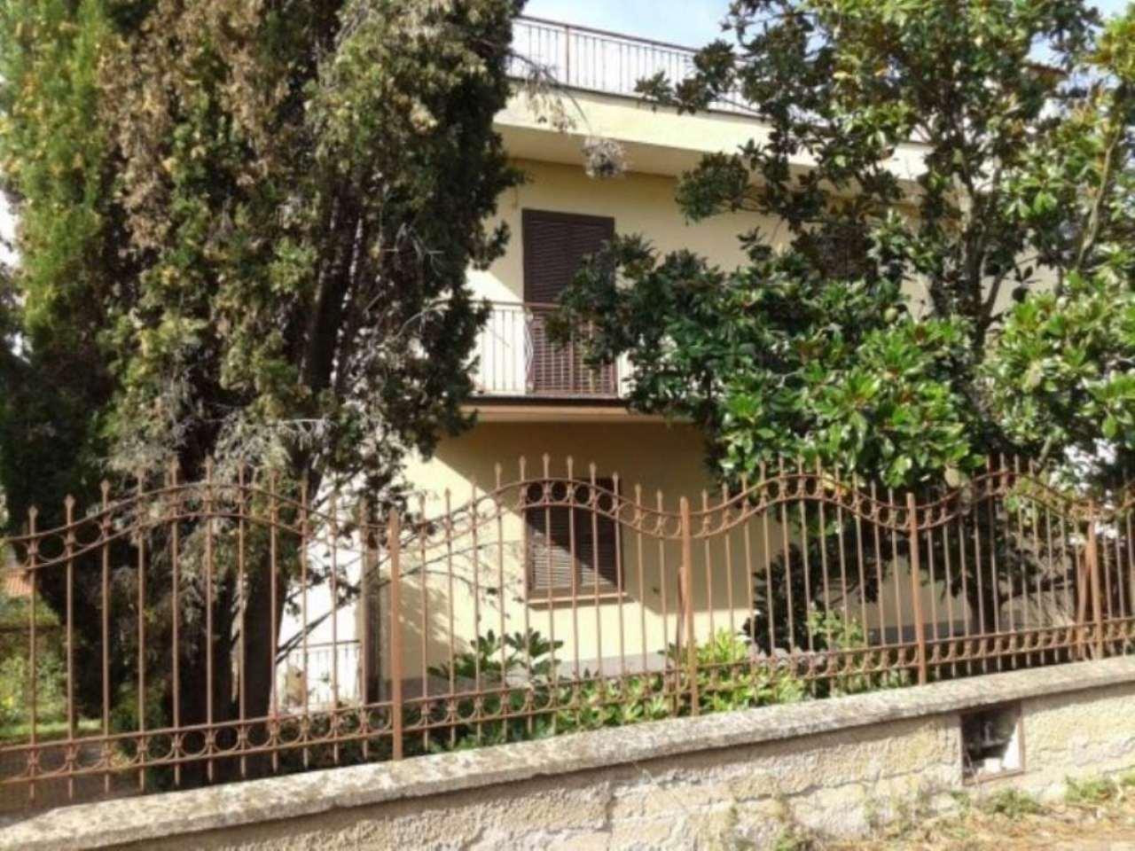 Villa in vendita a Frascati, 11 locali, prezzo € 460.000 | Cambio Casa.it