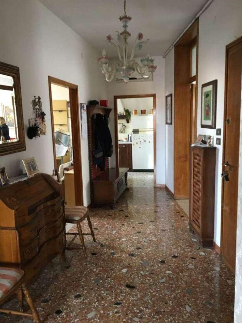 Appartamento in vendita a Venezia, 6 locali, zona Zona: 11 . Mestre, prezzo € 135.000 | Cambio Casa.it