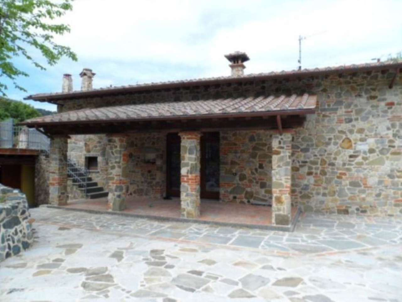 Rustico / Casale in affitto a Vaiano, 4 locali, prezzo € 1.200 | Cambio Casa.it