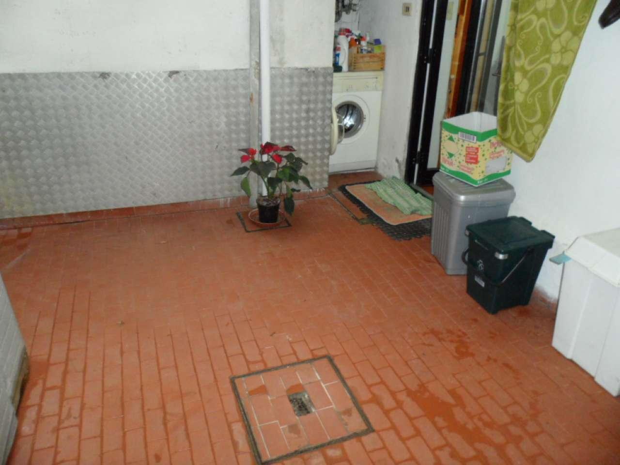 Palazzo / Stabile in vendita a Prato, 5 locali, prezzo € 185.000 | CambioCasa.it