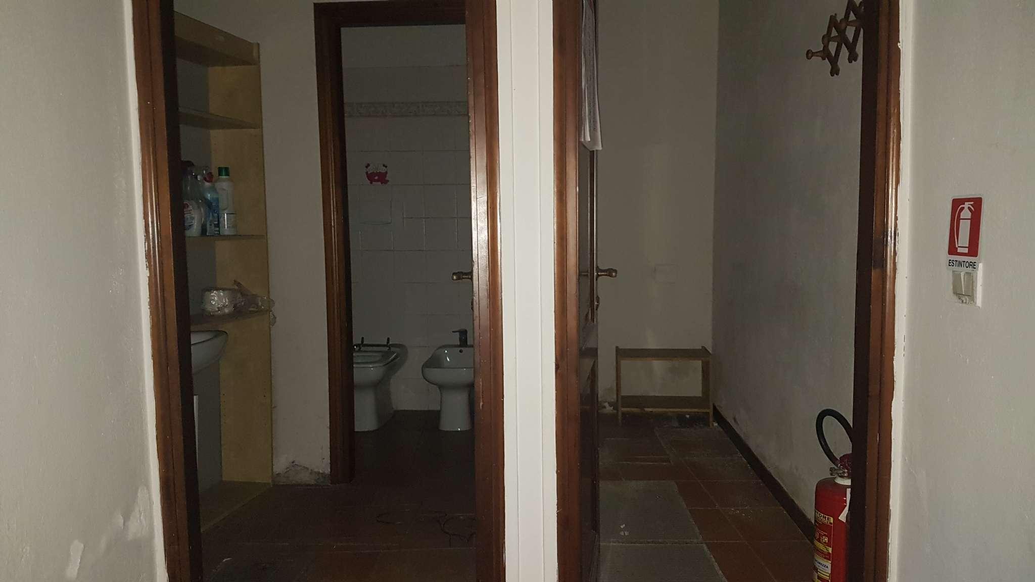 Negozio / Locale in affitto a Prato, 1 locali, prezzo € 400   Cambio Casa.it