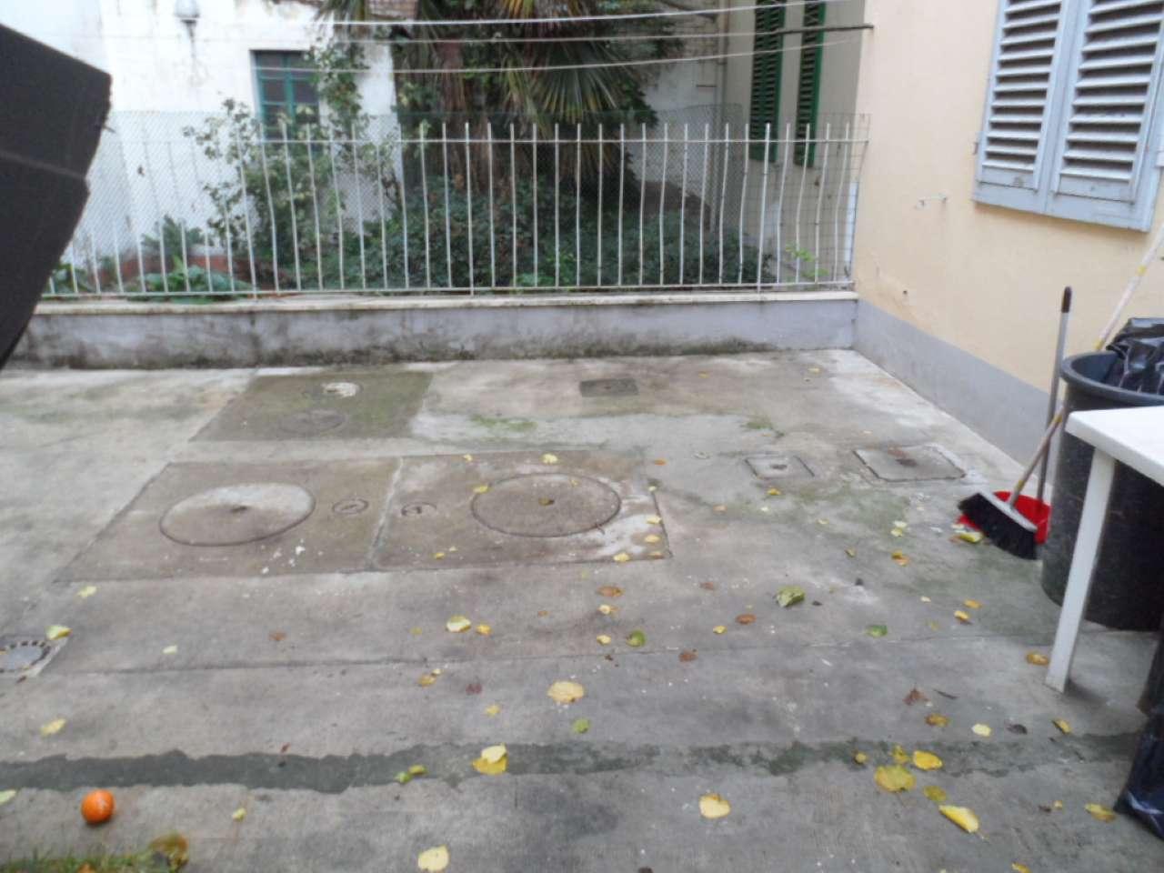 Palazzo / Stabile in vendita a Prato, 6 locali, prezzo € 285.000 | CambioCasa.it