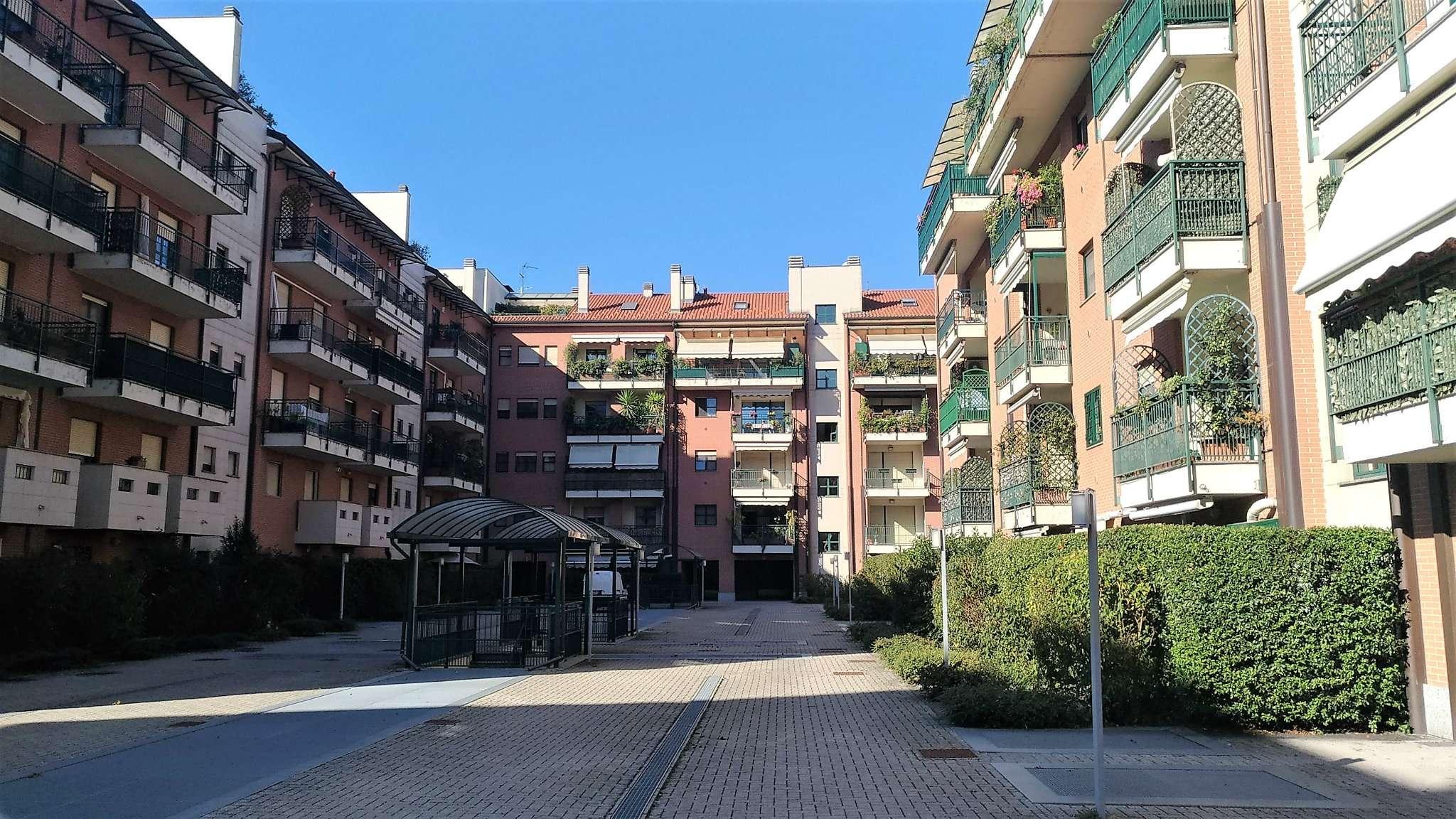Appartamento in vendita 3 vani 104 mq.  via Sergio Tofano 4 Milano