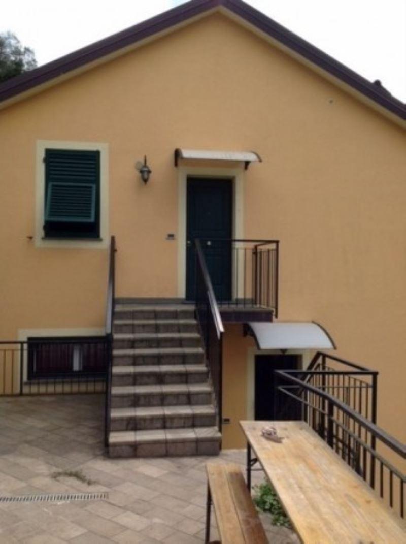 Villa in vendita a Avegno, 6 locali, prezzo € 370.000 | CambioCasa.it