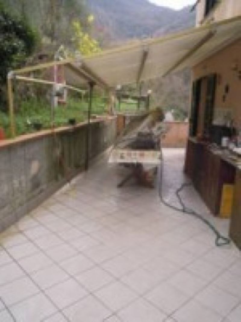 Appartamento in vendita a Recco, 6 locali, prezzo € 299.000 | Cambio Casa.it