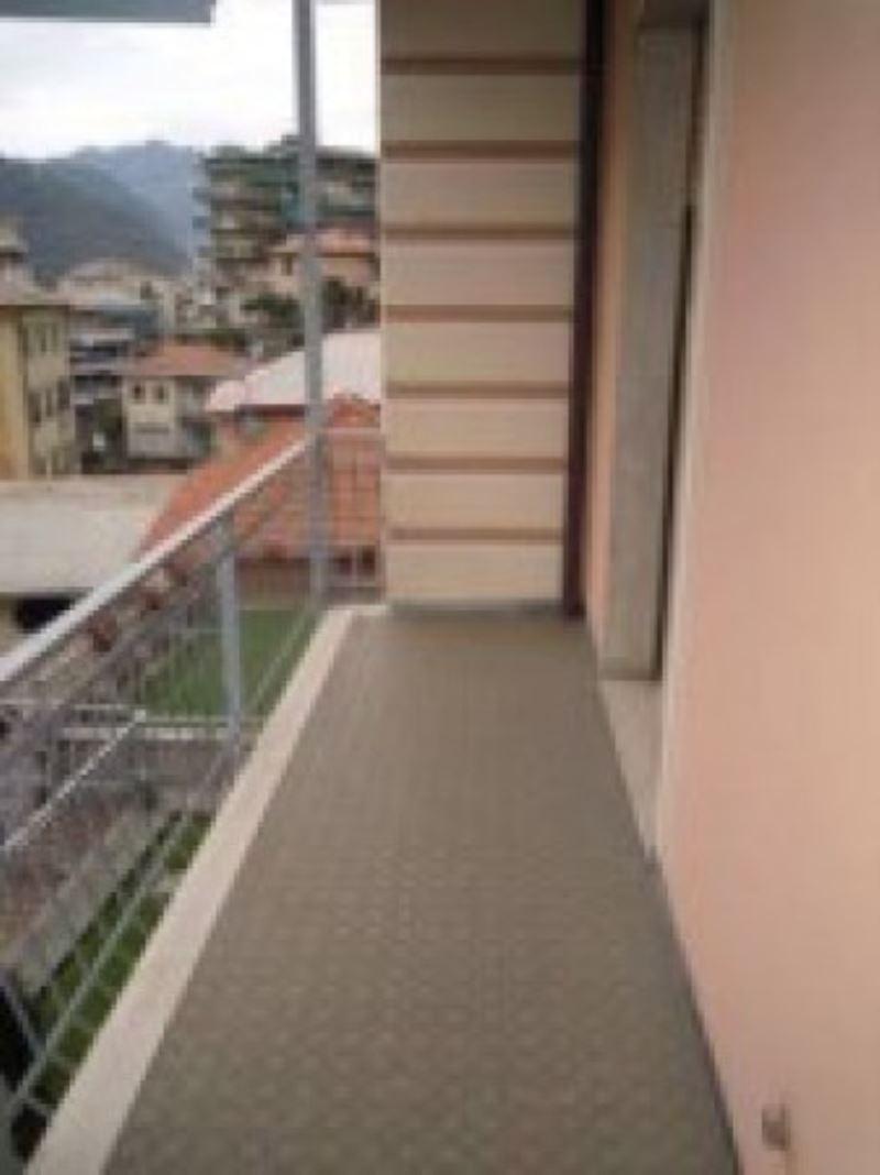 Appartamento in vendita a Recco, 4 locali, prezzo € 160.000 | Cambio Casa.it