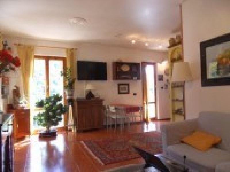 Appartamento in vendita a Avegno, 5 locali, prezzo € 185.000 | Cambio Casa.it