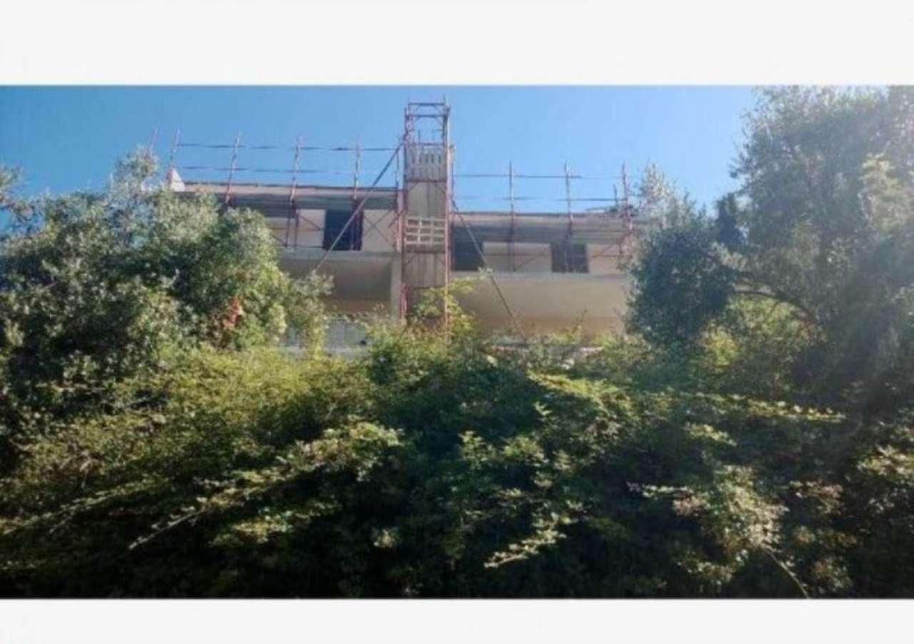 Villa a Schiera in vendita a Avegno, 5 locali, prezzo € 300.000 | Cambio Casa.it