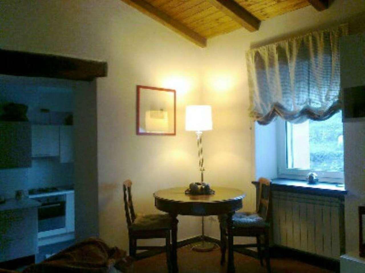 Palazzo / Stabile in affitto a Avegno, 3 locali, prezzo € 380 | Cambio Casa.it