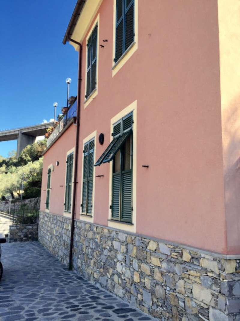 Villa in vendita a Recco, 7 locali, prezzo € 680.000 | CambioCasa.it