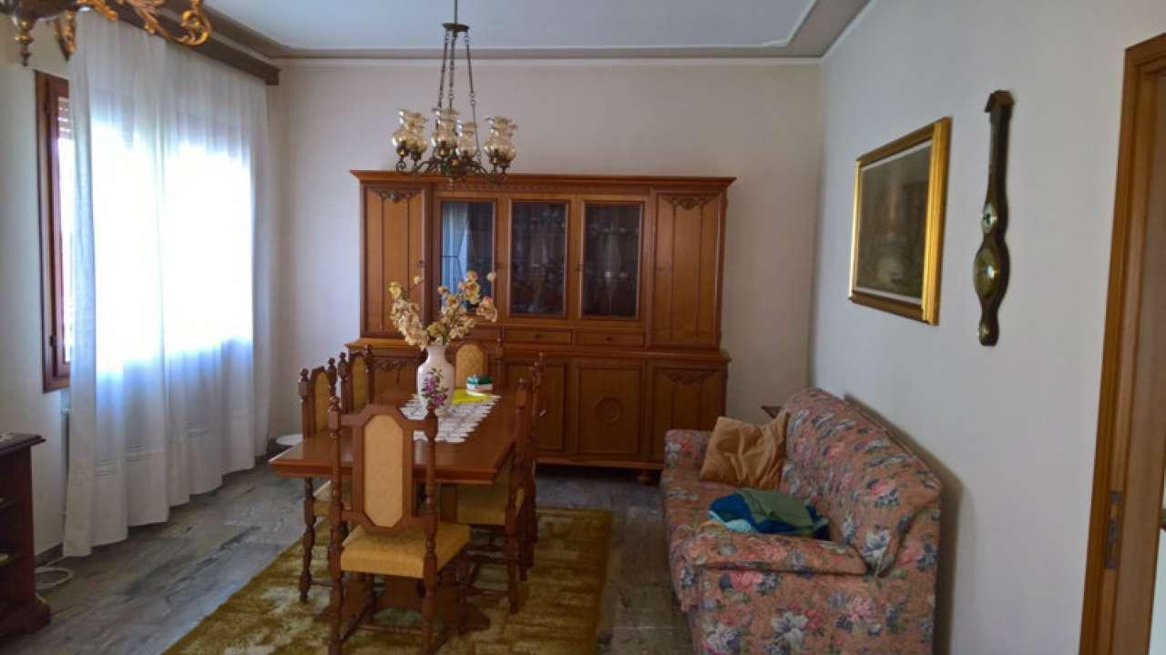 Soluzione Semindipendente in affitto a Mira, 6 locali, prezzo € 650   Cambio Casa.it