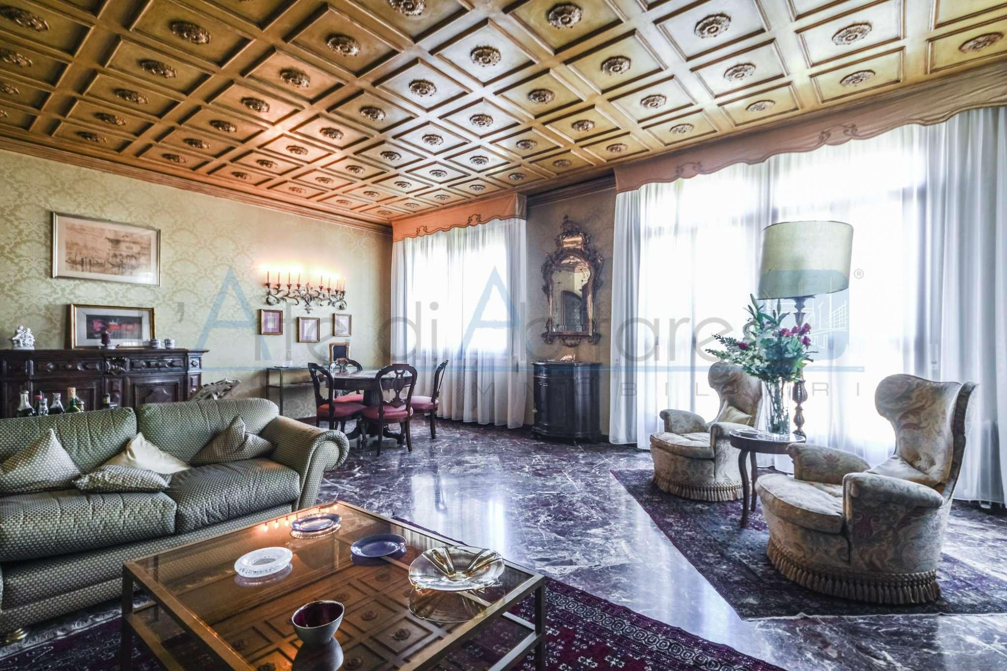 Appartamento in vendita a Venezia, 6 locali, zona Zona: 8 . Lido, prezzo € 900.000 | CambioCasa.it