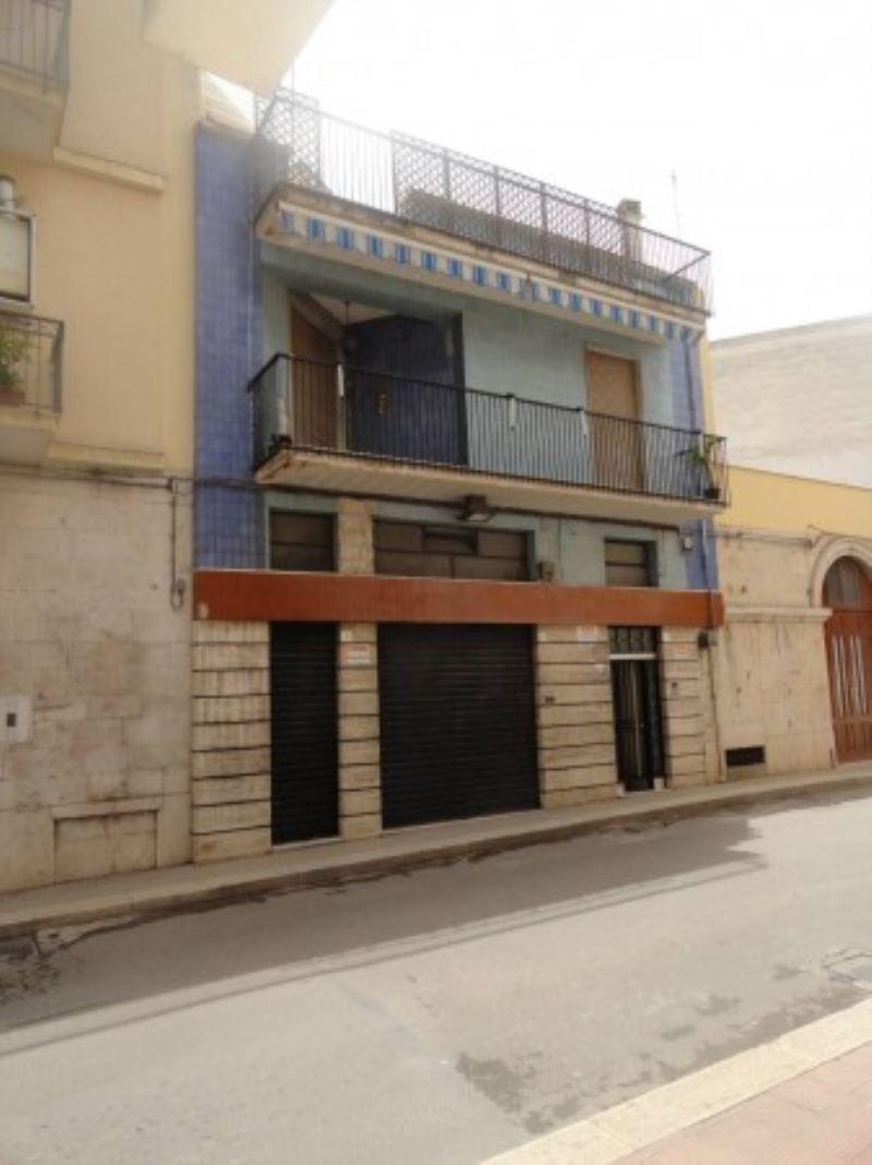 Palazzo / Stabile in vendita a Andria, 6 locali, prezzo € 300.000 | CambioCasa.it