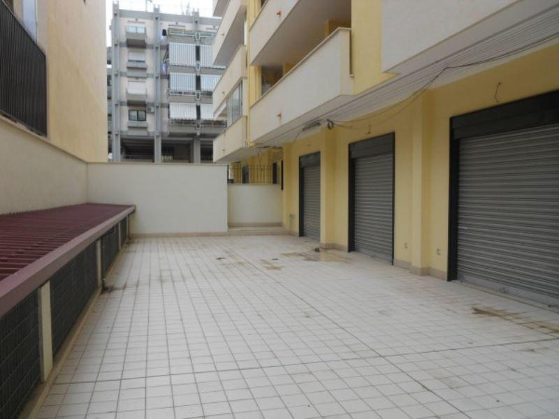Negozio / Locale in vendita a Andria, 1 locali, prezzo € 250.000 | Cambio Casa.it