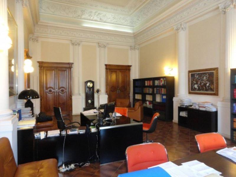 Palazzo / Stabile in vendita a Andria, 6 locali, prezzo € 900.000 | CambioCasa.it