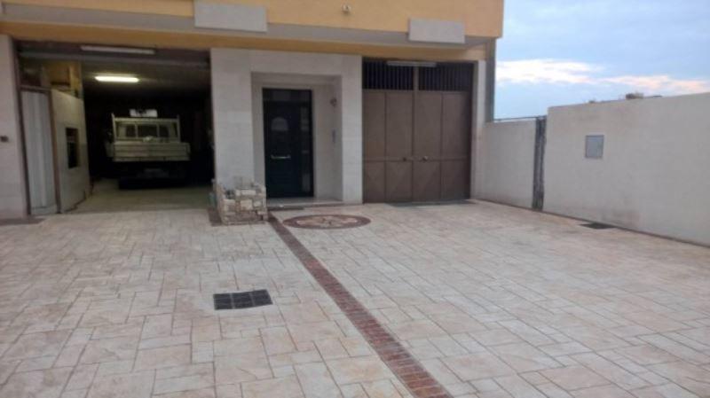 Laboratorio in affitto a Andria, 9999 locali, prezzo € 500 | Cambio Casa.it