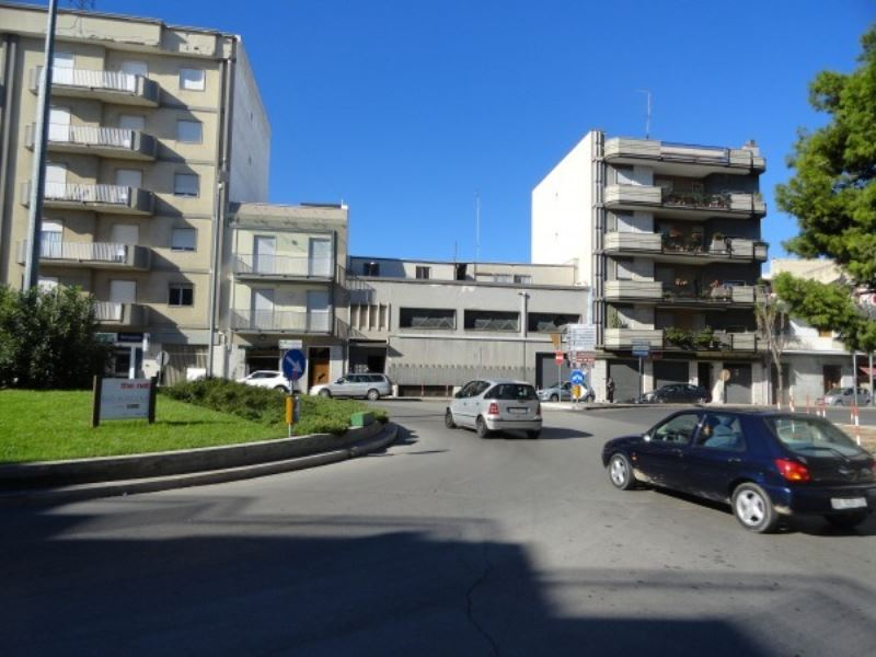 Negozio / Locale in affitto a Andria, 4 locali, prezzo € 2.100 | Cambio Casa.it