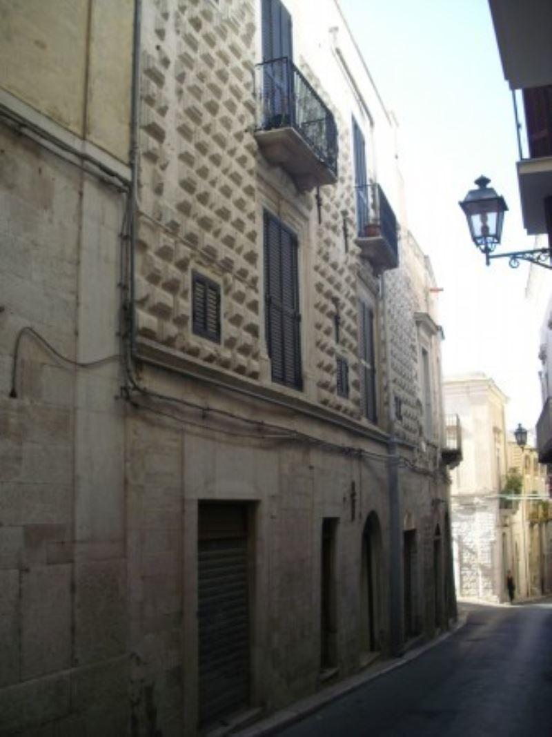 Palazzo / Stabile in vendita a Andria, 6 locali, prezzo € 310.000 | CambioCasa.it
