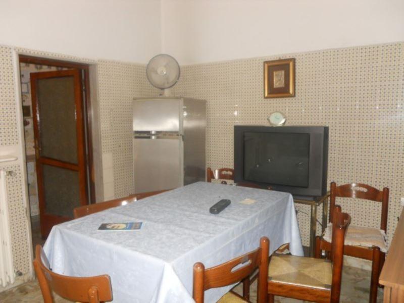 Palazzo / Stabile in vendita a Andria, 6 locali, prezzo € 118.000 | CambioCasa.it