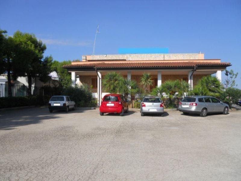 Villa in affitto a Andria, 6 locali, prezzo € 1.800 | Cambio Casa.it