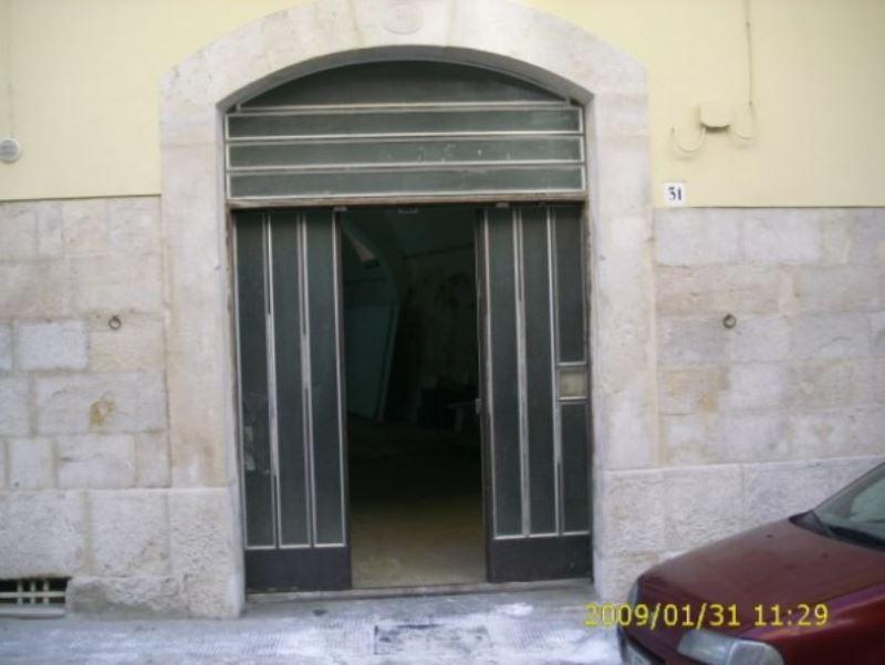 Negozio / Locale in affitto a Andria, 2 locali, prezzo € 380 | CambioCasa.it