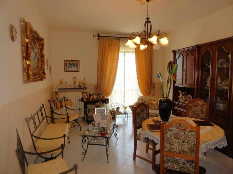 Palazzo / Stabile in vendita a Andria, 10 locali, prezzo € 299.000 | CambioCasa.it