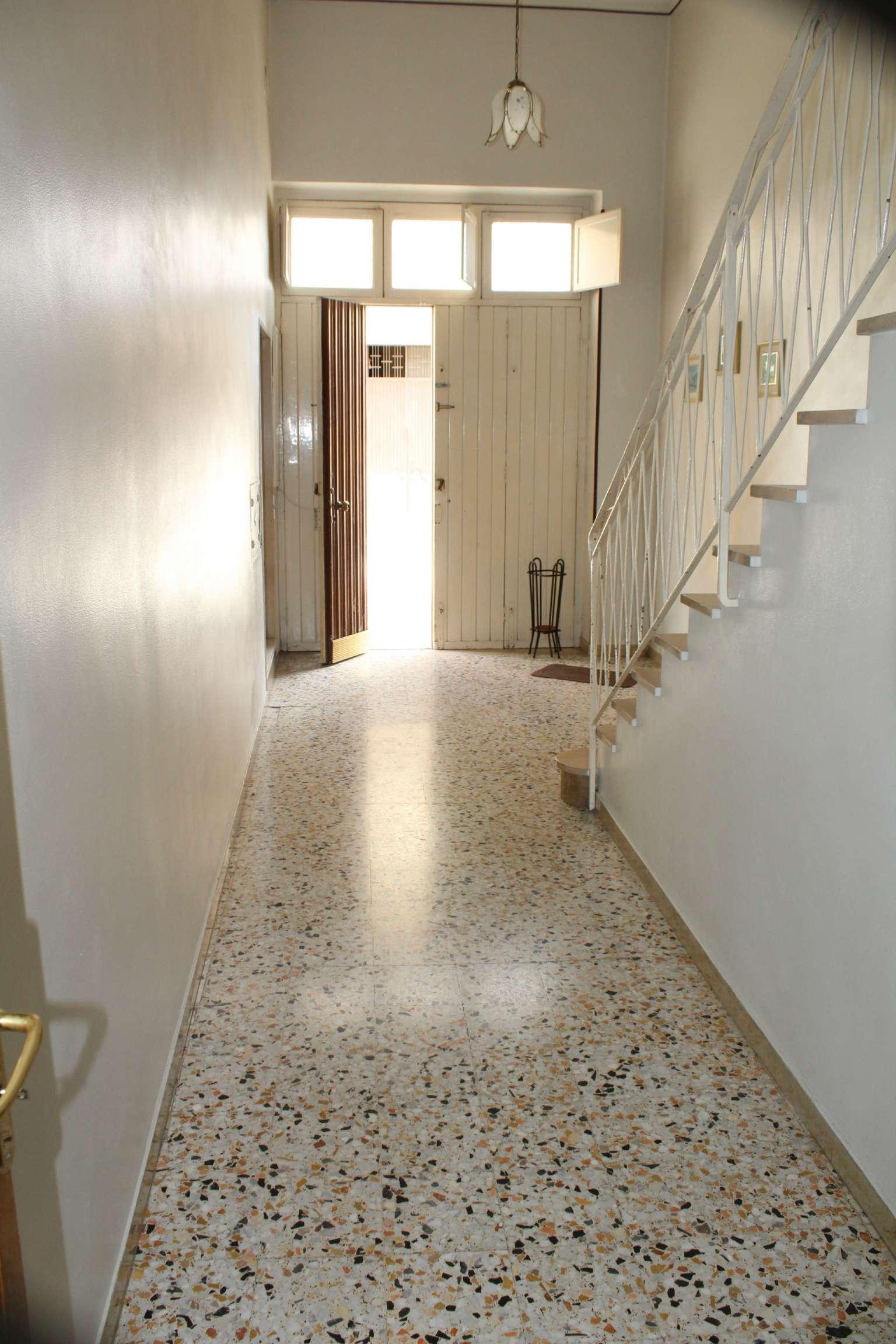 Soluzione Indipendente in vendita a Andria, 8 locali, prezzo € 145.000   CambioCasa.it