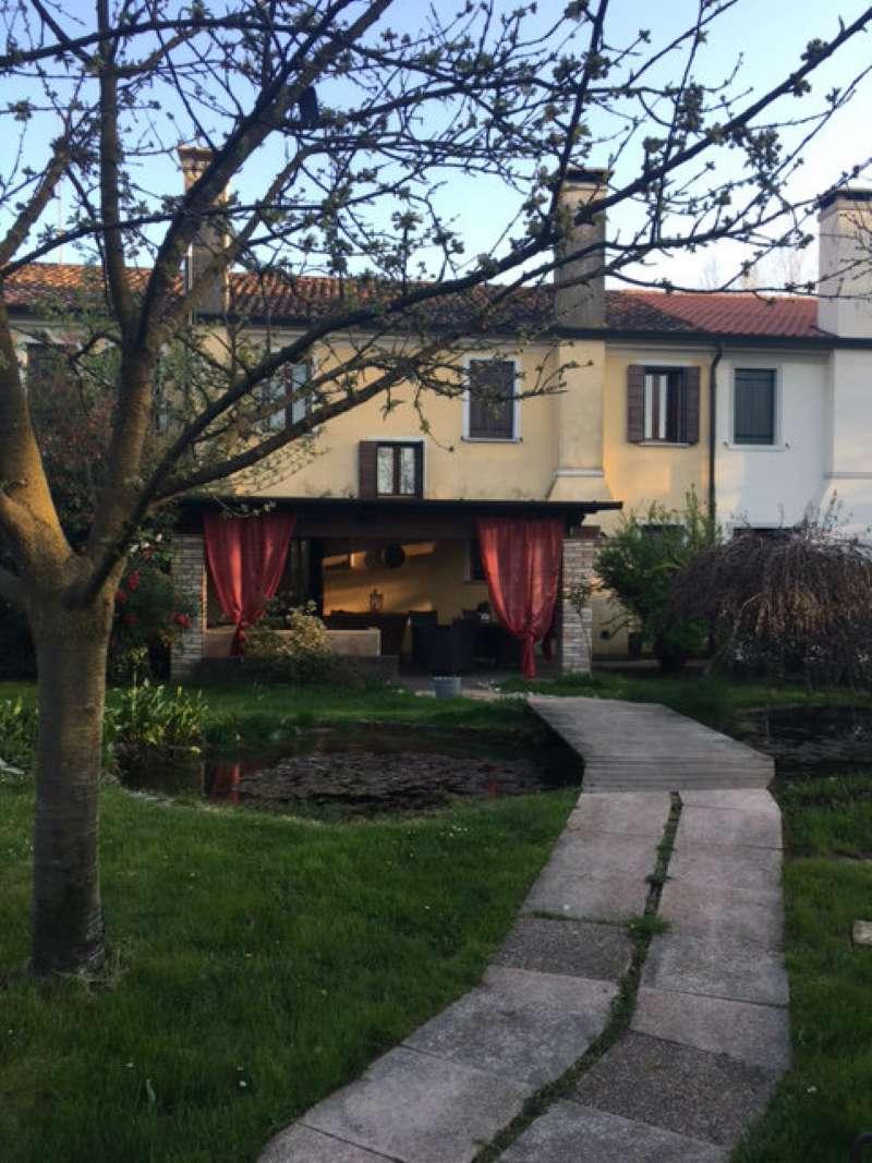 Rustico / Casale in vendita a Treviso, 11 locali, Trattative riservate | CambioCasa.it