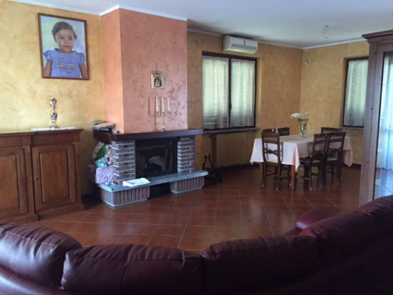 Villa Bifamiliare in vendita a Carpiano, 4 locali, prezzo € 265.000 | Cambio Casa.it