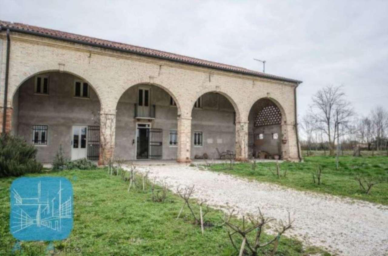 Rustico / Casale in vendita a Correzzola, 6 locali, prezzo € 315.000 | Cambio Casa.it