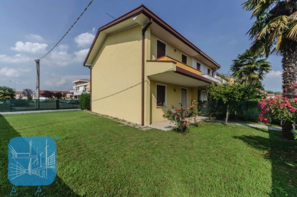 Soluzione Indipendente in vendita a Arzergrande, 7 locali, prezzo € 135.000 | Cambio Casa.it