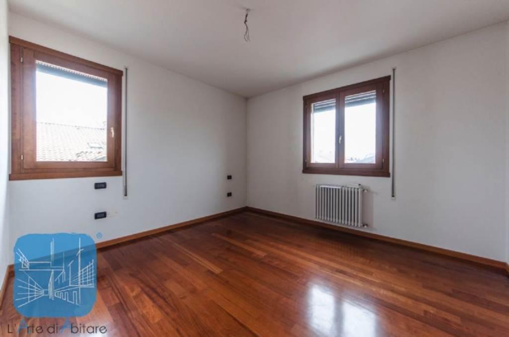 Appartamento in vendita a Piove di Sacco, 5 locali, prezzo € 130.000 | Cambio Casa.it
