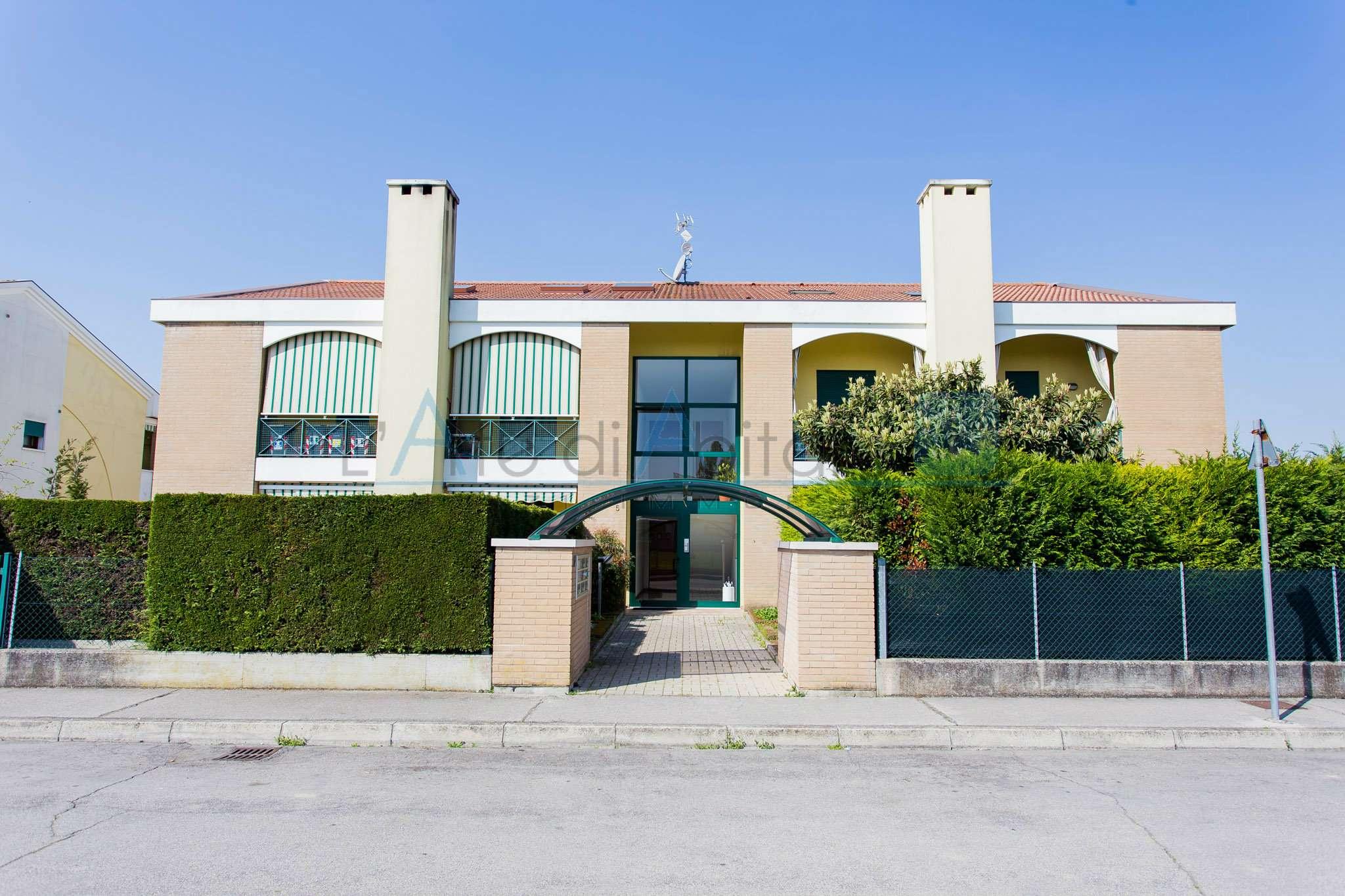 Appartamento in vendita a Campolongo Maggiore, 4 locali, prezzo € 98.000 | CambioCasa.it