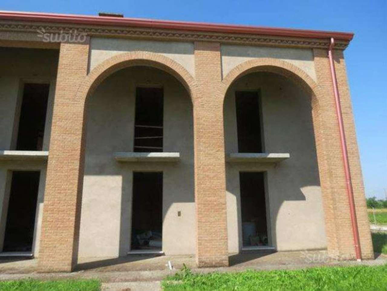 Soluzione Indipendente in vendita a Campolongo Maggiore, 7 locali, prezzo € 190.000 | Cambio Casa.it