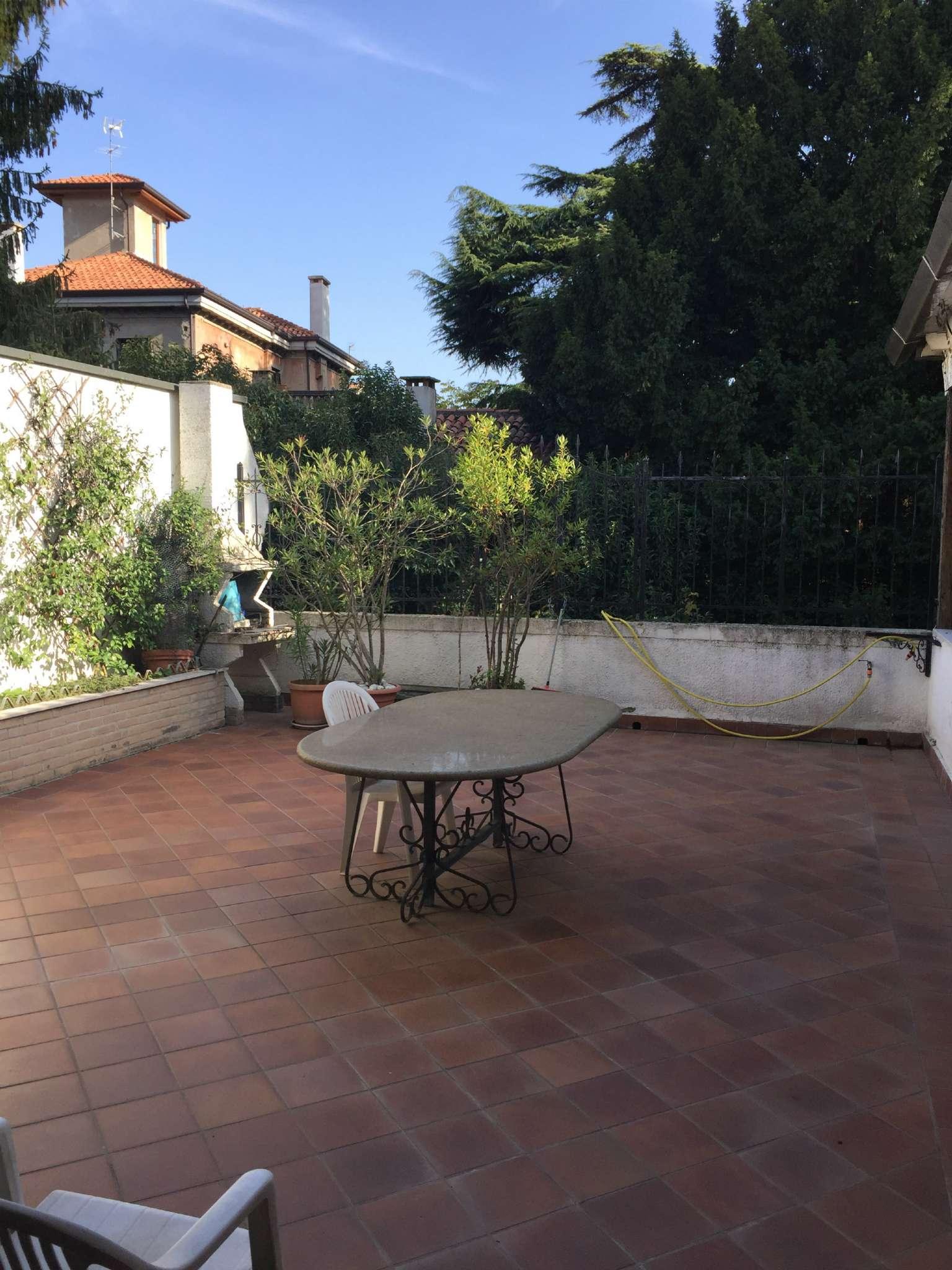 Palazzo / Stabile in vendita a Padova, 8 locali, zona Zona: 1 . Centro, Trattative riservate | Cambio Casa.it